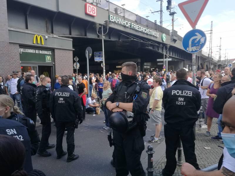Corona Demo In Berlin Von Polizei Offiziell Beendet