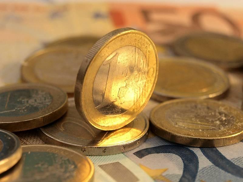 Gehaelter Von Westdeutschen Fast 700 Euro Hoeher Als Bei Ostdeutschen