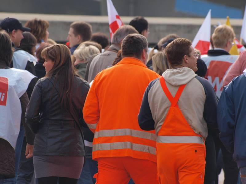 Gewerkschaften Fordern 48 Prozent Mehr Lohn Im Oeffentlichen Dienst