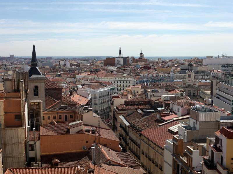 Lauterbach Kritisiert Spanien Risikobereite Touristen Eingeladen