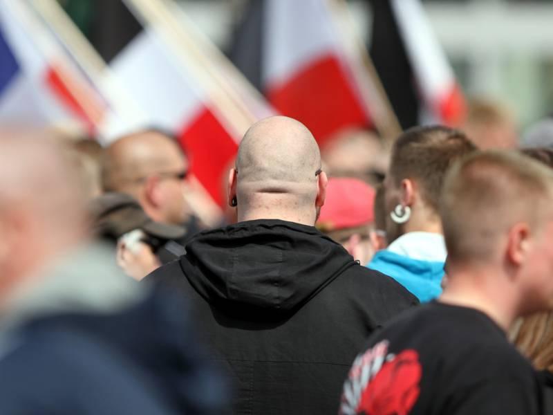 Schaeuble Will Staerker Gegen Rechtsextreme Kraefte Vorgehen