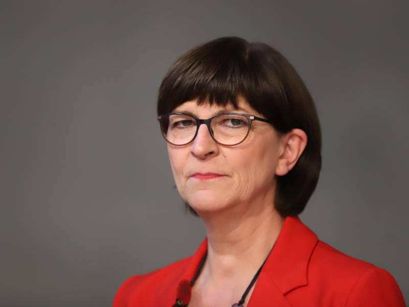 Spd Chefin Verteidigt Nominierung Von Olaf Scholz