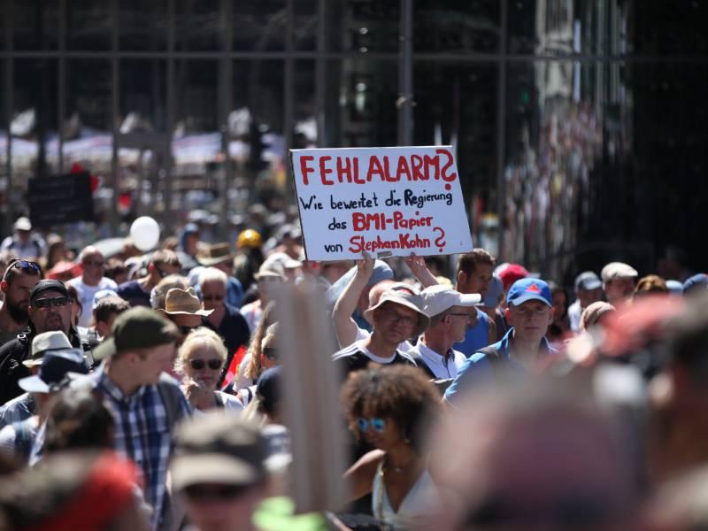 Staedtetag Fordert Haerte Gegen Regelbrecher Bei Corona Demos