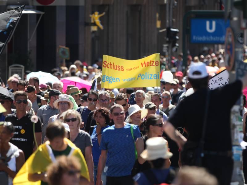Umfrage Grosse Mehrheit Gegen Demos Von Corona Skeptikern