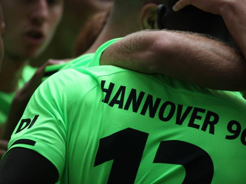2 Bundesliga Hannover Siegt Zum Saisonauftakt Gegen Karlsruhe