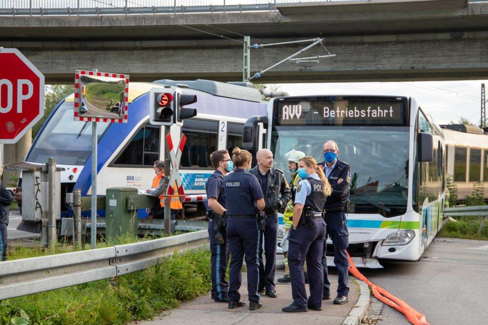 200907_Bahnunfall_Mering_12 Mering |Linienbus kollidiert mit Regionalbahn Aichach Friedberg News Newsletter Polizei & Co Region |Presse Augsburg