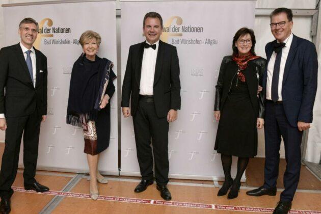 Intendant Winfried Roch Carolin Reiber Bgm Stefan Welzel Gerd Und Gertie Muelller Credit Bernd Feil.jpg