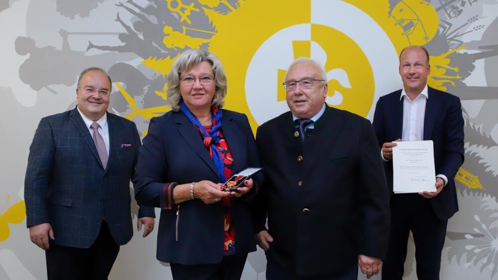 Verleihung Der Verdienstmedaille Des Verdienstordens Ingrid Strohmayr