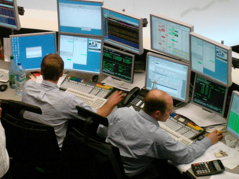 Dax Stabilisiert Sich Am Mittag Deutsche Bank Vorne
