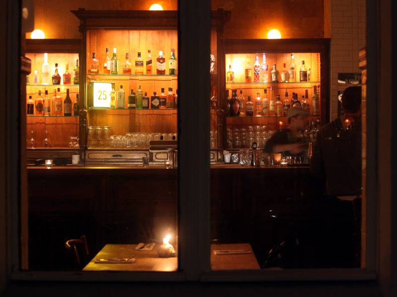 Epidemiologe Schlaegt Temperaturmessung An Bar Eingaengen Vor