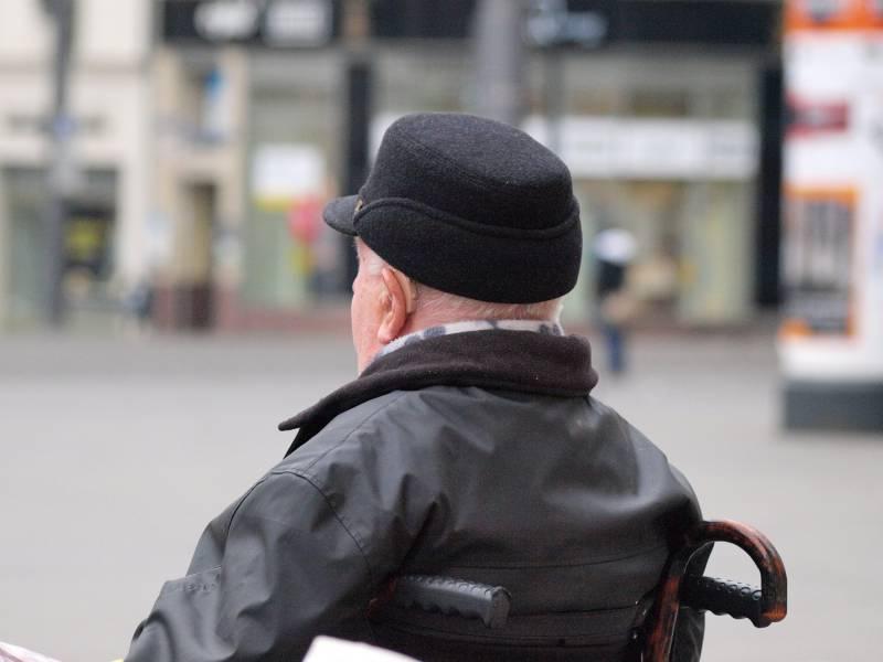 Generation 65 Zunehmend Von Altersarmut Bedroht