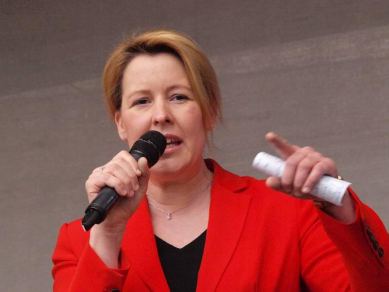 Giffey Hofft Auf Durchsetzung Von Demokratiefoerdergesetz