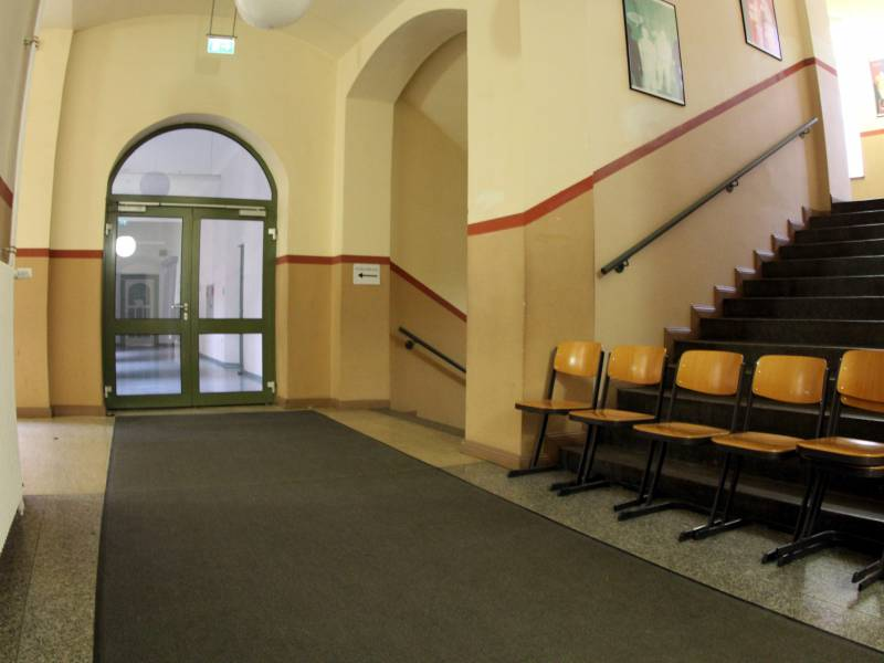 Karliczek Beklagt Wachsende Gewalt Gegen Lehrer
