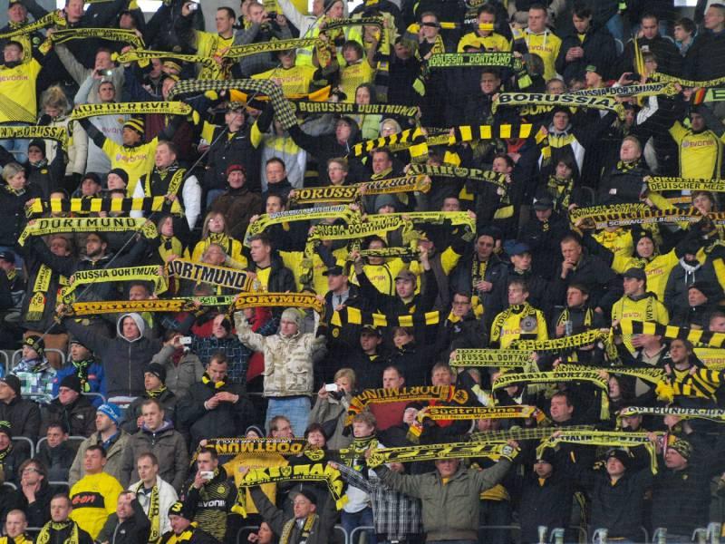Kutschaty Will Fussballfans Am Stadiontor Testen Lassen