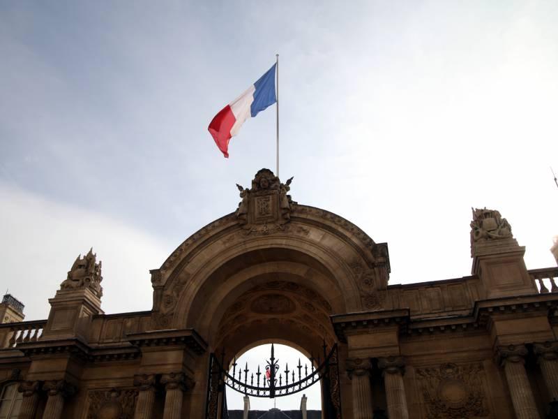 Macron Empfaengt Laschet Im Elysee Palast