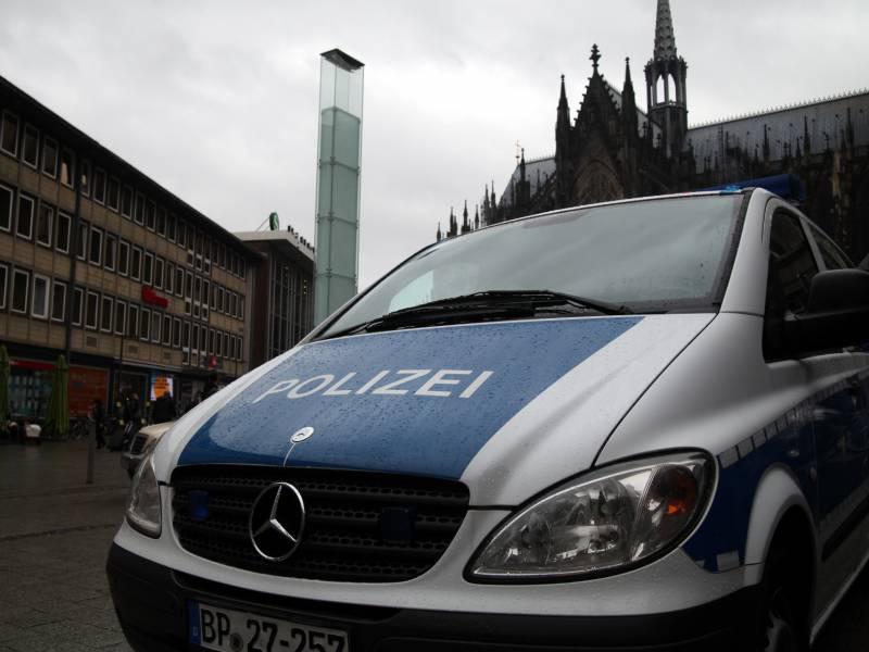 Nrw Innenminister Fuerchtet Ansehensverlust Der Polizei