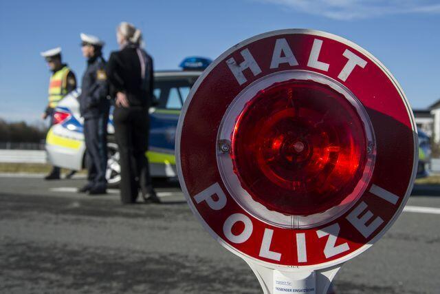 preview_halt_polizei Genderkingen/Nordheim | Raser gestellt - Junger Mann zum wiederholten Male zu schnell Donau-Ries News Polizei & Co |Presse Augsburg