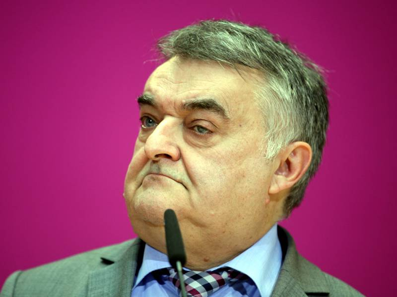 Spd Innenpolitiker Kritisiert Reul Wegen Rechter Polizei Netzwerke