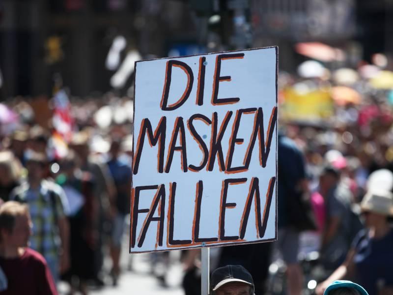 Umfrage Mehrheit Fuer Maskenpflicht Bei Demonstrationen