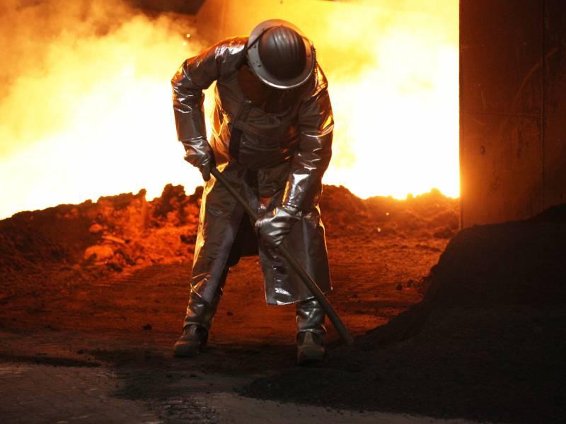 Wirtschaftsminister Verspricht Stahlindustrie Massive Unterstuetzung