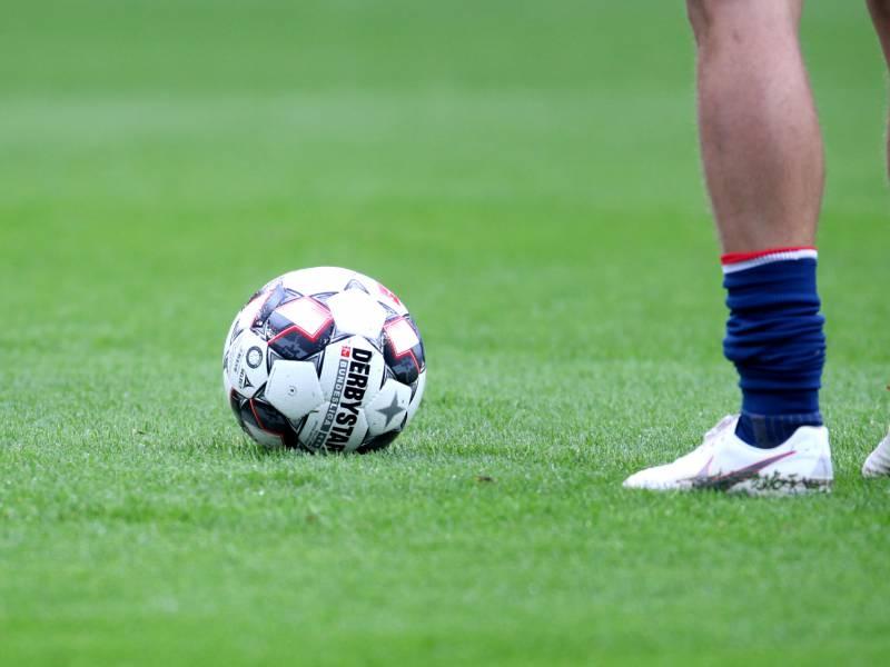 2 Bundesliga Aue In Ueberzahl Mit Remis Gegen Kiel