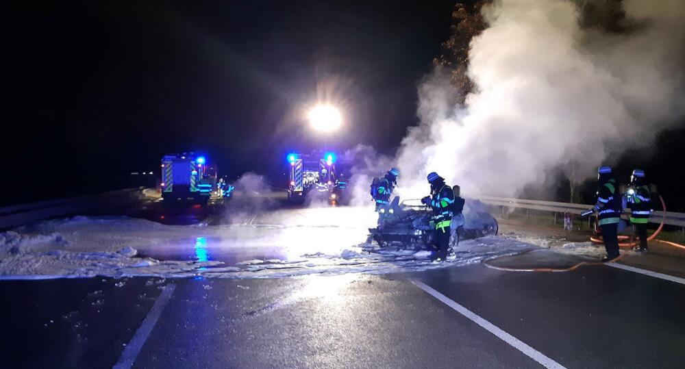 2020_10_14_A95_Fuerstenried_005_presse Fahrzeug auf der Autobahn A95 bei München komplett ausgebrannt Bayern Vermischtes |Presse Augsburg