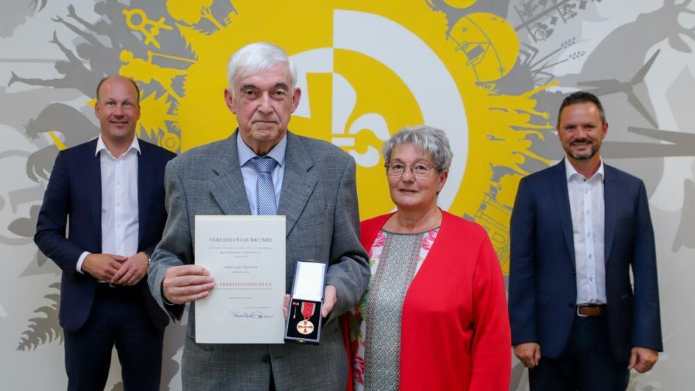 Ehrung Verdienstmedaille Josef Trometer