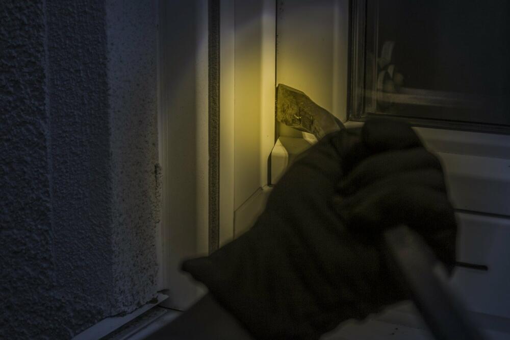 burglar-1678883_1280 Dillingen/Landkreis Augsburg | Die Zeit für Dämmerungseinbrüche beginnt Dillingen Landkreis Augsburg News Polizei & Co |Presse Augsburg