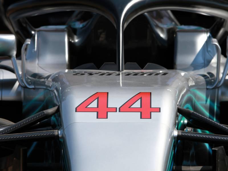 Hamilton Gewinnt Formel 1 Rennen Auf Dem Nuerburgring