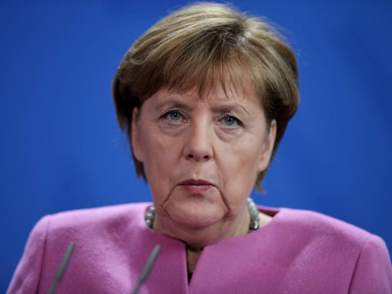 Merkel Kuendigt Weitere Corona Massnahmen Fuer Hotspots An
