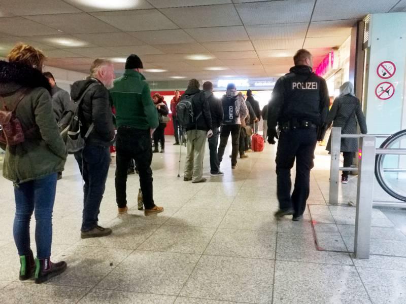 nrw-kommunen-fordern-unterstuetzung-durch-polizei NRW-Kommunen fordern Unterstützung durch Polizei Politik & Wirtschaft Überregionale Schlagzeilen |Presse Augsburg