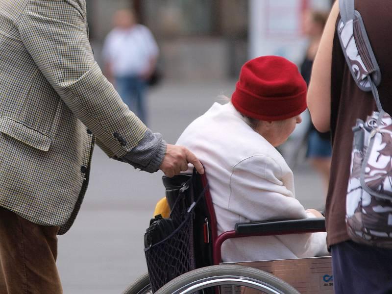 Pflegebevollmaechtitger Warnt Vor Isolation Von Pflegebeduerftigen