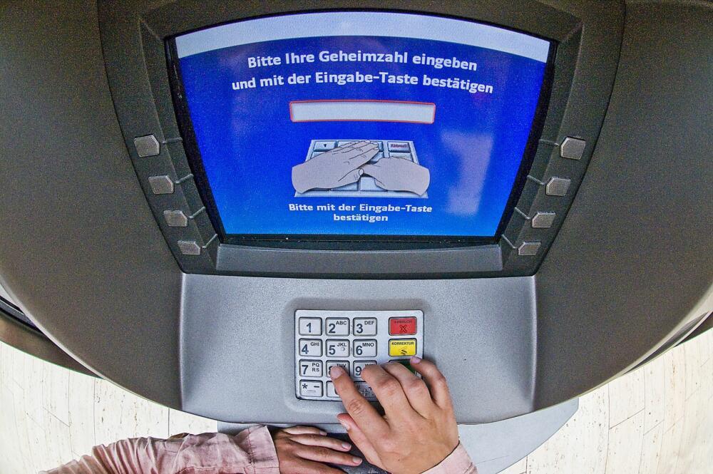 pressebild-geldausgabe-automat Deiningen | Geldausgabeautomat manipuliert - Täter erbeuten 350 Euro Donau-Ries News Polizei & Co |Presse Augsburg