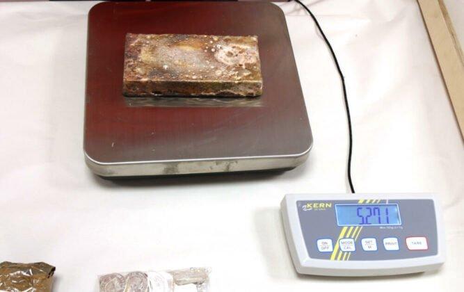 sichergestelltes_silber-667x420 Grenzpolizei stellt bei Füssen Gold, Silber und Bargeld im Wert von etwa 1,5 Mio. Euro sicher Bildergalerien News Ostallgäu Polizei & Co  Presse Augsburg