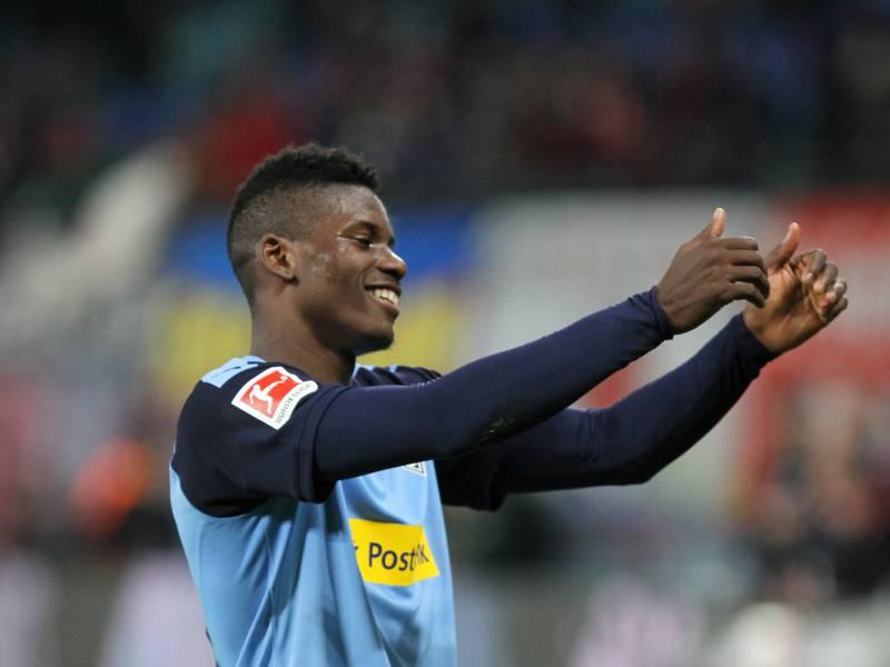 1 Bundesliga Moenchengladbach Schlaegt Schalke Deutlich