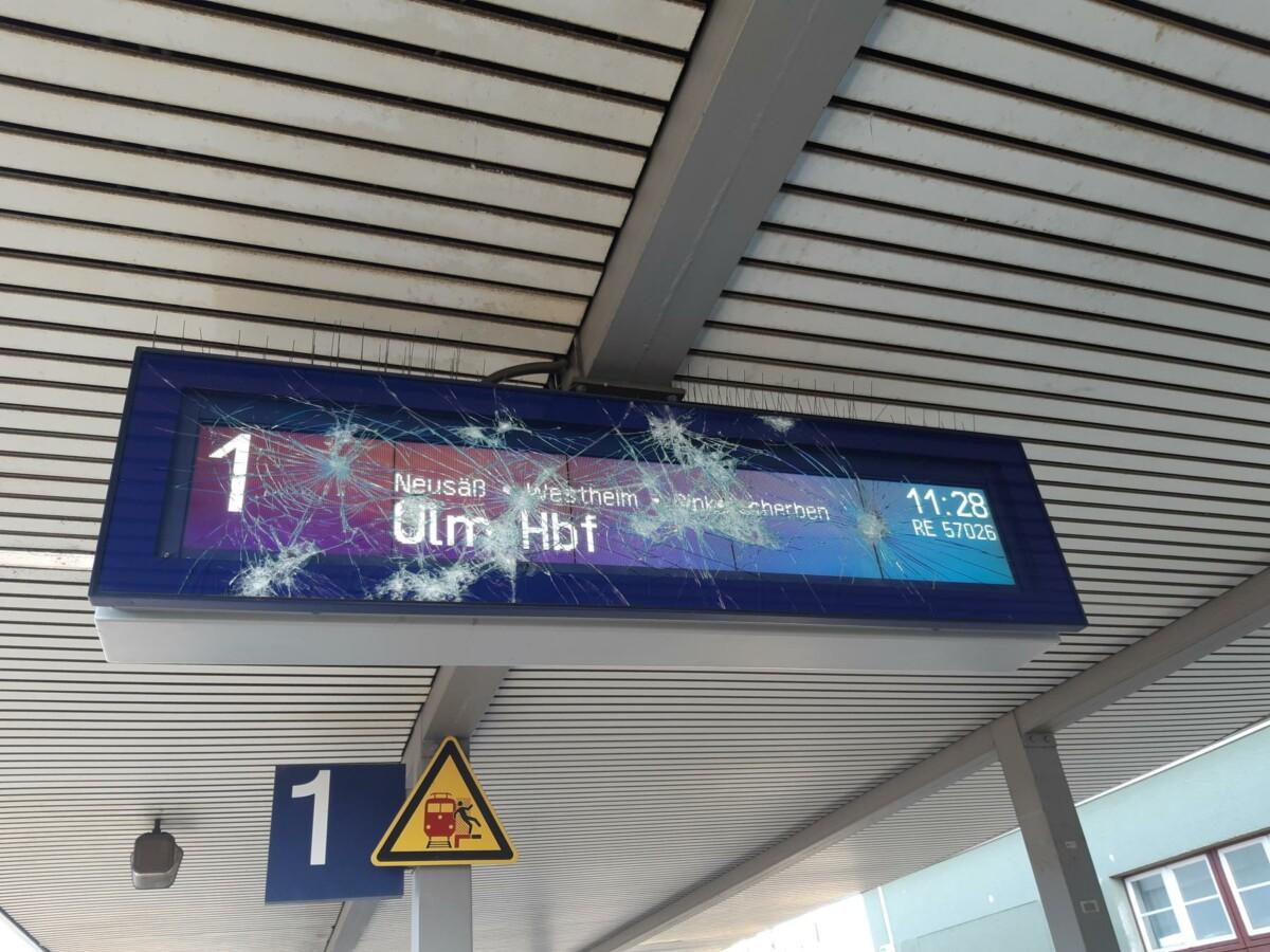 23574D3F-C1AE-4CB3-8A2E-7A7F061A336F Randalierer richten am Bahnhof Augsburg-Oberhausen großen Schaden an Augsburg Stadt News Polizei & Co |Presse Augsburg
