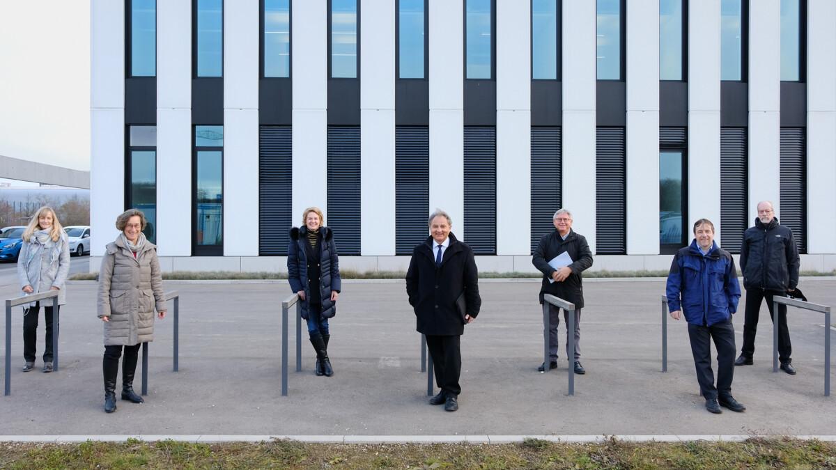 Gruppenbild Gebäudeübergabe Mrm
