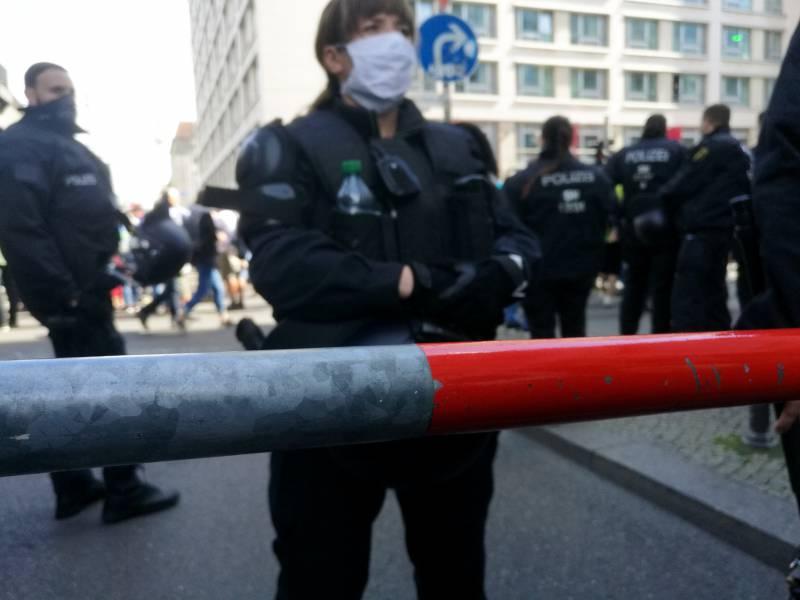 Berliner Polizei Will Hygieneregeln Bei Corona Demo Durchsetzen