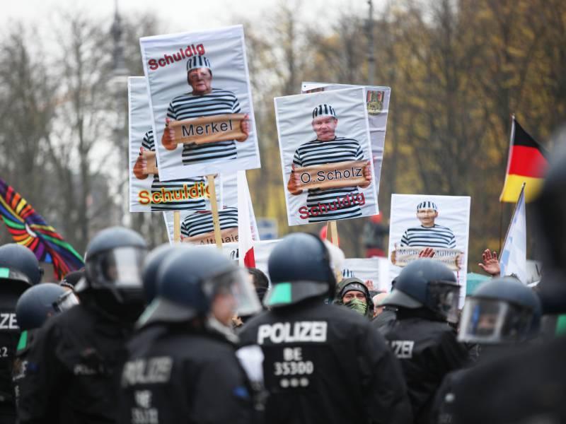 Berlins Innensenator Verteidigt Polizeieinsatz Vor Dem Bundestag
