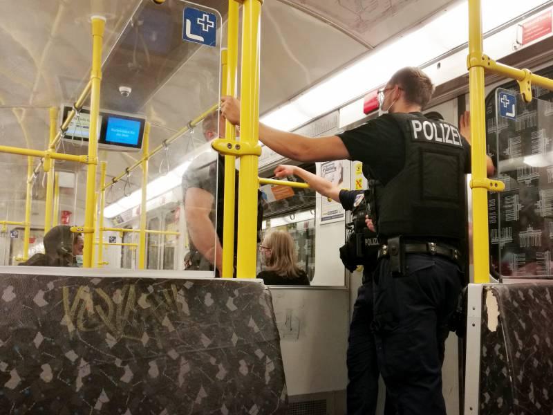 Bundespolizei 145 000 Masken Verstoesse In Zuegen Und Bahnhoefen