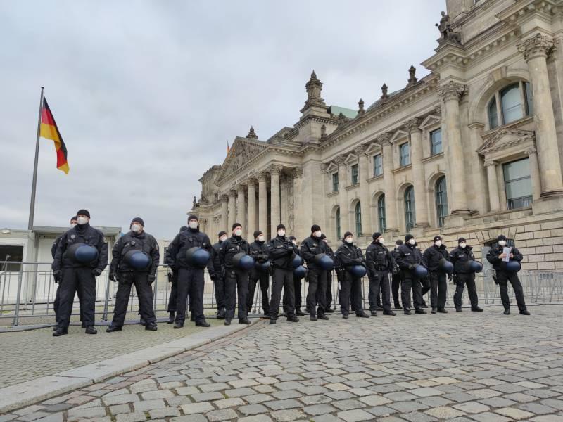 Bundestag Vor Aenderung Von Infektionsschutzgesetz Abgeriegelt