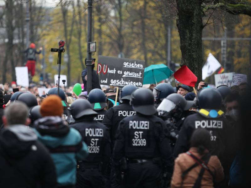 Gewerkschaft Verteidigt Polizei Taktik Bei Corona Demo In Berlin