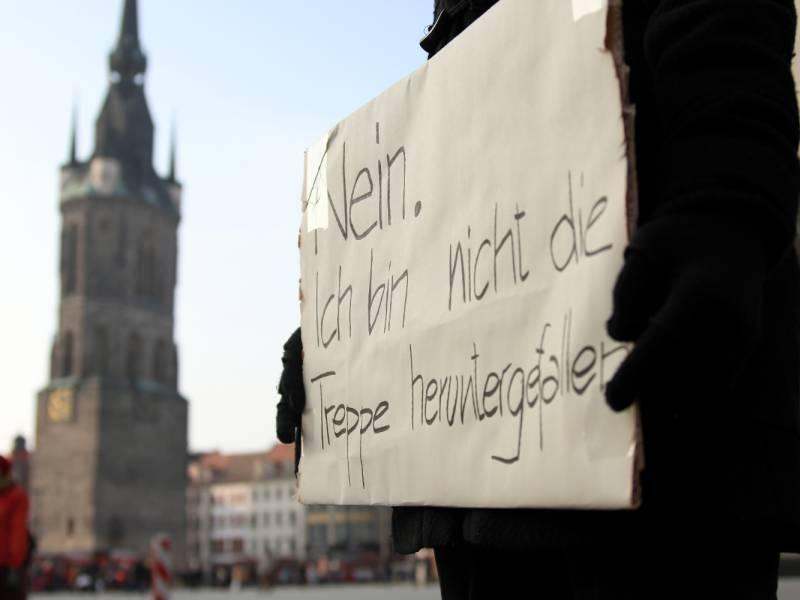 merkel-duerfen-bei-gewalt-gegen-frauen-niemals-wegschauen Merkel: Dürfen bei Gewalt gegen Frauen niemals wegschauen Politik & Wirtschaft Überregionale Schlagzeilen |Presse Augsburg