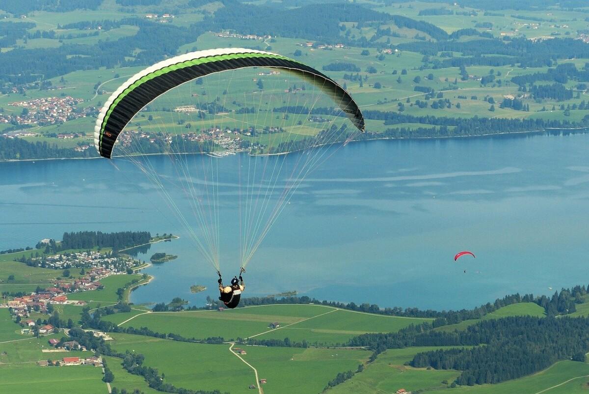 Paraglider 1644990 1280