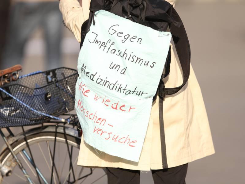 paul-ehrlich-institut-wirft-corona-impfgegnern-angstmache-vor Paul-Ehrlich-Institut wirft Corona-Impfgegnern Angstmache vor Politik & Wirtschaft Überregionale Schlagzeilen |Presse Augsburg