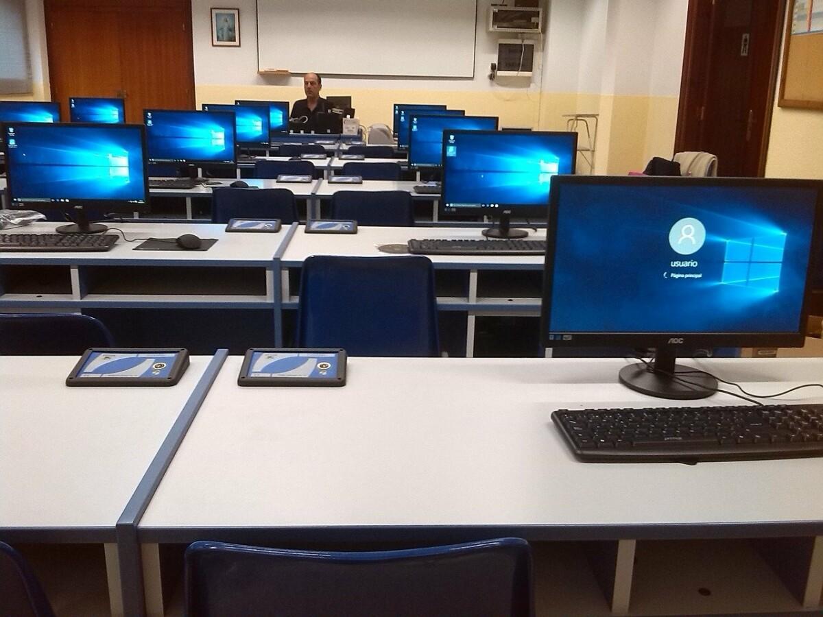 pc-1605658_1280 Rekordbeteiligung bei online-Kursen | 16 000 Lehrkräfte nutzten den unterrichtsfreien Buß-und Bettag für digitale Fortbildung Bayern Vermischtes bayern digitale Fortbildung Lehrer Piazolo |Presse Augsburg