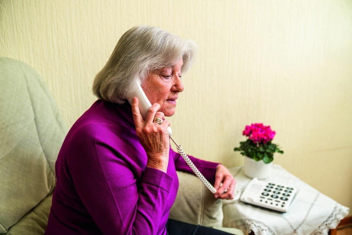 Pressebild Senioren Frau Telefon 1