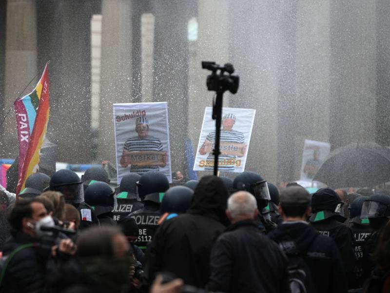 spd-chefin-lobt-polizeieinsatz-bei-corona-demo SPD-Chefin lobt Polizeieinsatz bei Corona-Demo Politik & Wirtschaft Überregionale Schlagzeilen |Presse Augsburg