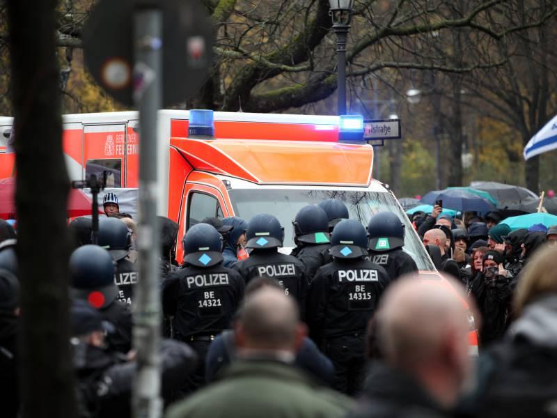 Verletzte Und Fast 200 Festnahmen Bei Protesten Am Bundestag 1