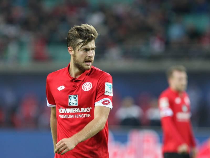 Dfb Pokal Bochum Kickt Mainz Raus Auch Regensburg Weiter